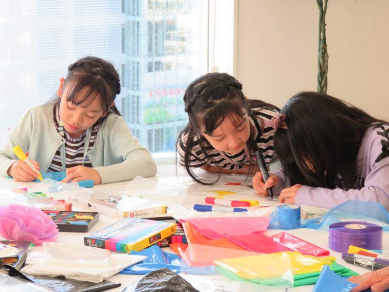 人間科学部児童学科 公開講座「~子どもの好奇心を引き出す~アイデア遊びの世界」